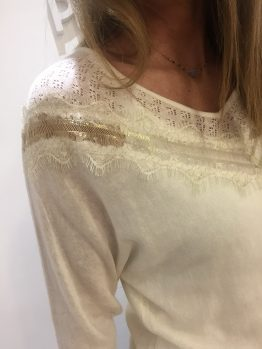 Pull crème broderie